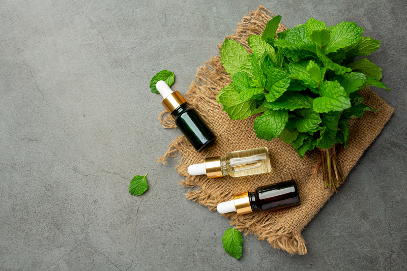 essential-oil-of-peppermint-in-bottle-with-fresh-green-peppermint